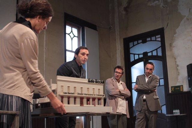 Maquetaen la presentación de la nueva sede de la Sala Beckett
