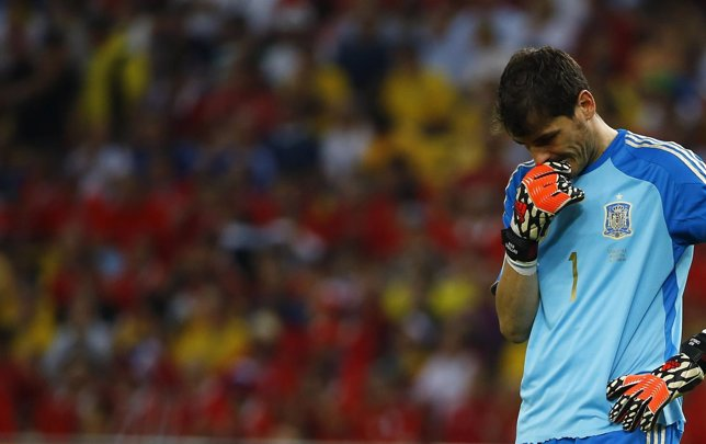 Iker Casillas con la selección española tras caer ante Chile
