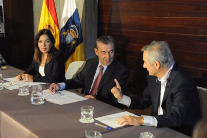 """Canarias no tiene """"comunicación oficial"""" de la propuesta sobre el puente aéreo y pide """"máximas garantías"""""""