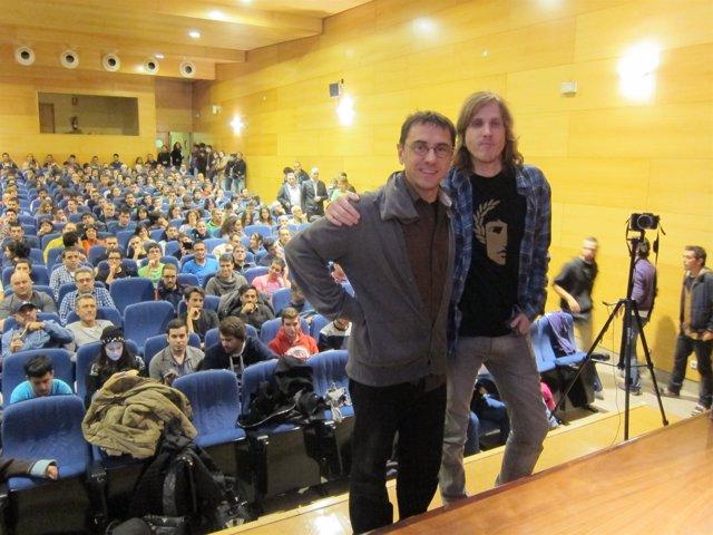 Juan Carlos Monedero (izquierda) en Salamanca