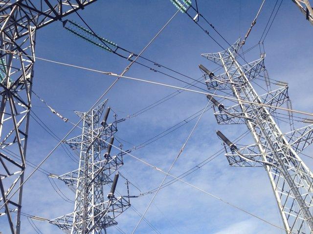 Torres de alta tensión, electricidad, luz