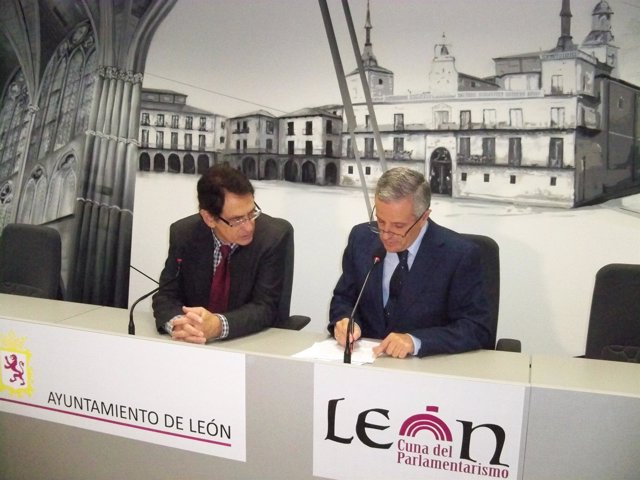 Hermenegildo López y el alcalde de León, Emilio Gutiérrez.