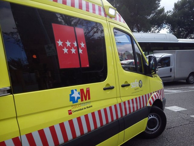 Ambulancia llegando al Carlos III