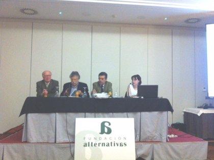 """La Fundación Alternativas ve """"insuficiente"""" el """"avance"""" de la economía cántabra en 2014"""