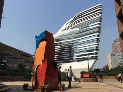 La Universidad Politécnica de Hong Kong muestra 10 esculturas policromadas de Cristobal Gabarrón