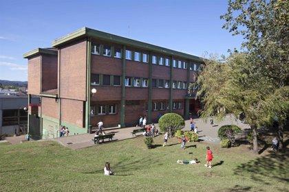 El colegio Juan de Herrera contará con zona recreativa y de juegos tras 100.000 euros de inversión