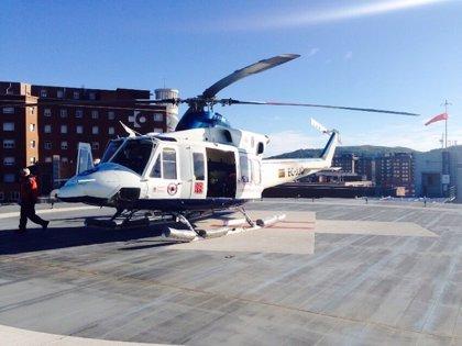 Un helicóptero del Gobierno cántabro traslada a Cruces a un hombre de 50 años que se quemó trabajando en Mataporquera