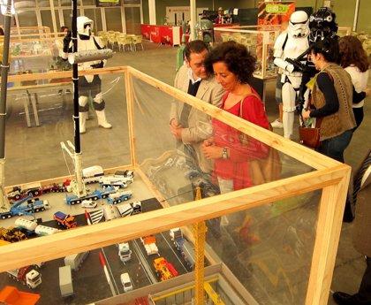 """Cerca de 500.000 juguetes """"mantienen vivo el espíritu infantil"""" en Valladolid a través de la V Feria del Coleccionismo"""
