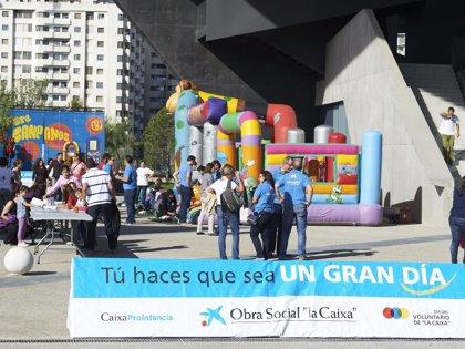 Cien voluntarios de 'la Caixa' en Aragón impulsan la jornada 'Ven a compartir una sonrisa'