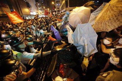 Nuevos disturbios en Hong Kong pese al inminente inicio de las conversaciones