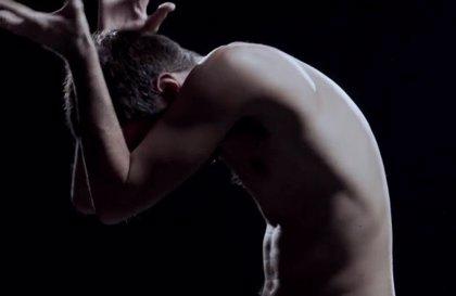 Pucho, bailarín de 'fuego' en el nuevo vídeo de Vetusta Morla