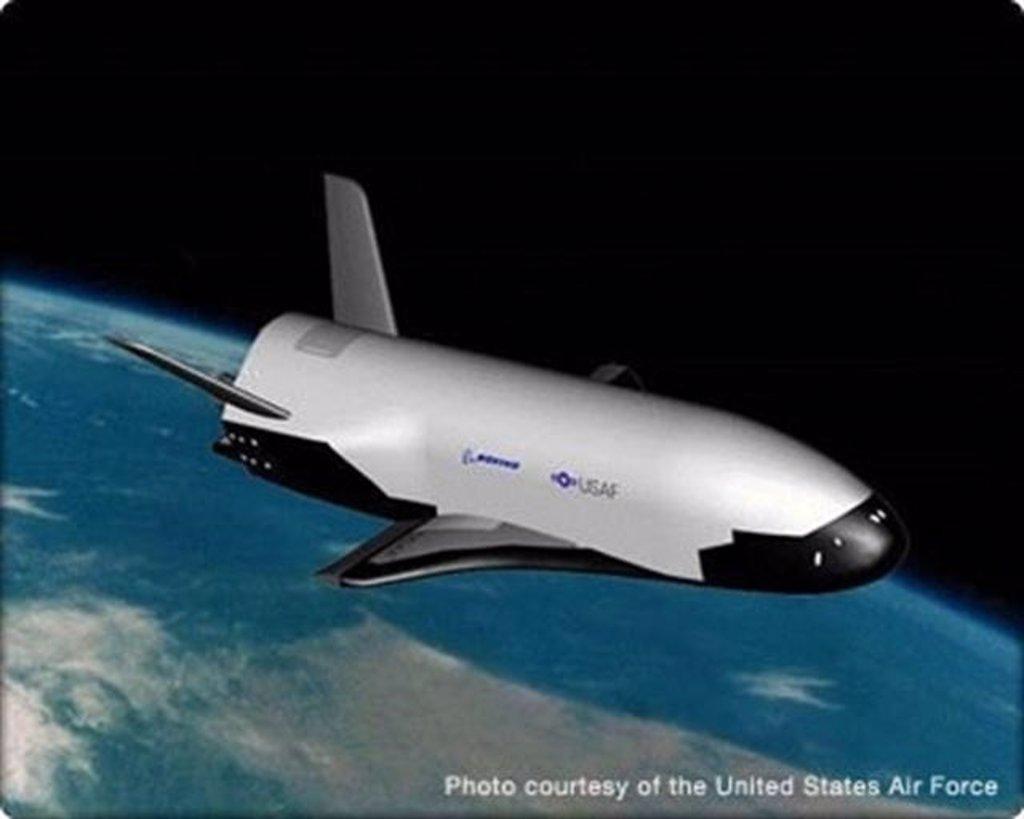 El avión espacial secreto de Estados Unidos aterriza tras 22 meses de misión