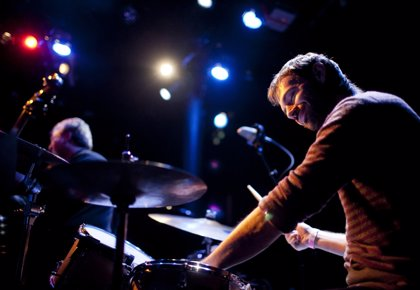 El trío de Dan Weiss abre el IV Festival Internacional de Jazz Contemporáneo del Jimmy Glass