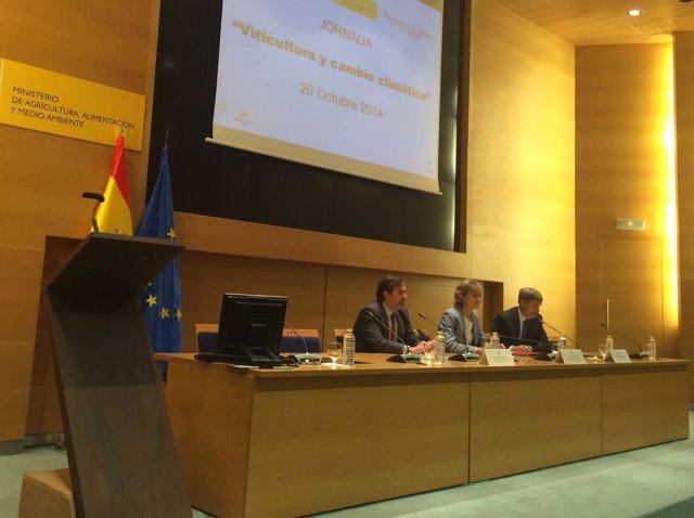 Isabel García Tejerina inaugura una jornada de cambio climático y vino