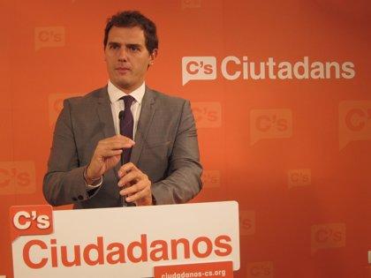 """Rivera (C's) acusa a Mas de querer """"esconderse"""" en una lista con ERC"""