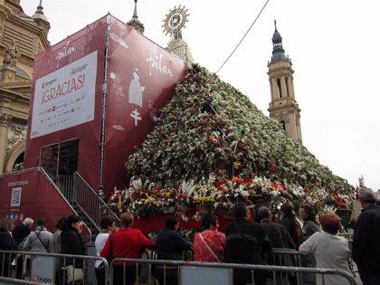 Jerónimo Blasco destaca el tirón popular de mantener una semana el manto floral de la Virgen del Pilar