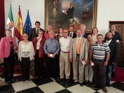 La Diputación de Cáceres celebra su patrón homenajeando a 13 trabajadores jubilados