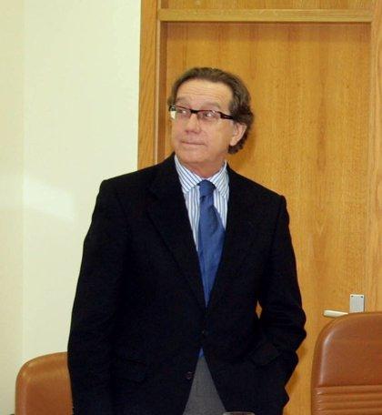 """BNG y AGE ven """"fundamental"""" que Méndez explique ante la Justicia y Parlamento las ventas de Caixa Galicia a su mujer"""