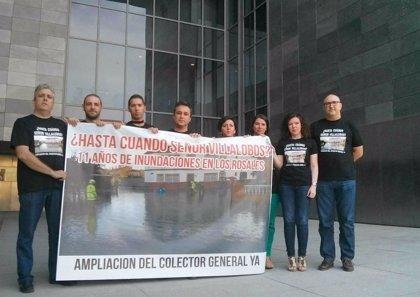 """El alcalde de Tocina protesta en Diputación y anuncia un """"encierro"""" en demanda de un nuevo colector de aguas"""