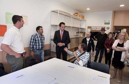 Alli conoce la labor de rehabilitación psicosocial que lleva a cabo la residencia Félix Garrido