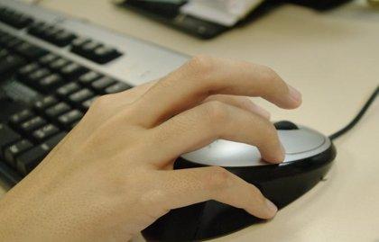 Euforia frente al ordenador y angustia cuando no se está conectado, síntomas de la adicción a Internet en niños