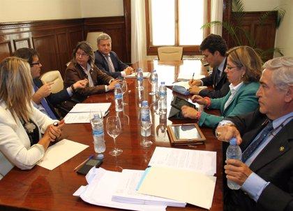 Galicia y Cantabria reciben el apoyo del ministerio en su frente común para el cumplimiento de contratos lácteos