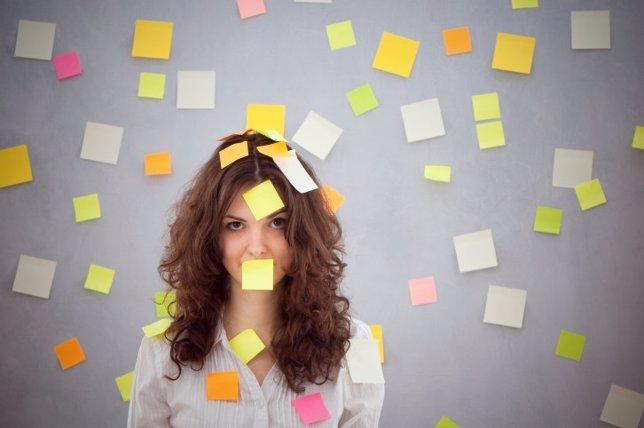 Mujer con estres laboral