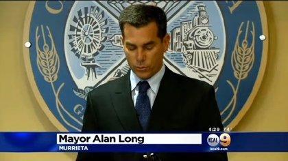 Dimite alcalde californiano que conducía ebrio y atropelló a 4 jóvenes