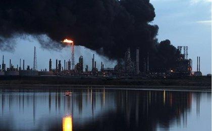 PDVSA invertirá 20.000 millones de dólares para aumentar refinación de crudo
