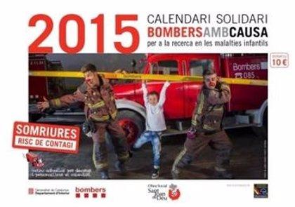 Los Bomberos presentan su cuarta edición del calendario solidario para recaudar fondos
