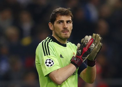 Casillas iguala a Xavi Hernández como jugador con más partidos