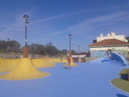 CANTABRIA.-Ribamontán al Mar.- Artistas grafiteros dan una nueva imagen al skatepark de Somo