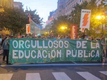 """La 'marea verde' sale de nuevo a la calle para denunciar los """"ataques y recortes"""" en la educación pública"""