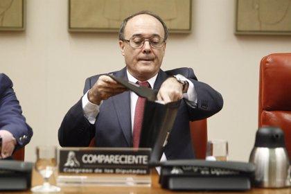"""Linde no sabe """"hasta dónde llega"""" la responsabilidad del Banco de España en las tarjetas 'b'"""