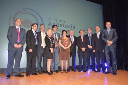 Valderas y Rodríguez entregan en Almería los II Premios Andalucía del Comercio Interior en reconocimiento del sector