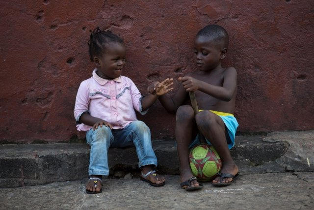 Niños jugando en Sierra Leona