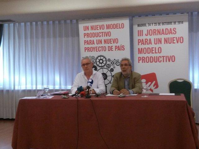 Cayo Lara y José Antonio García Rubio durante una rueda de prensa de IU
