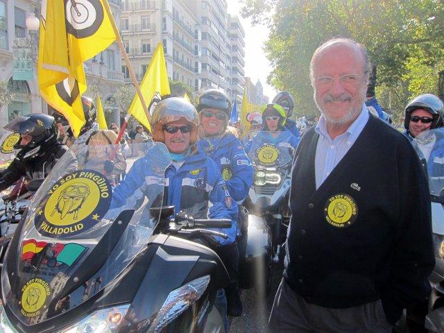 De la Riva y Parellada en la manifestación en favor de 'Pingüinos' 2015
