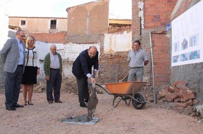 Diputación pone la primera piedra del museo dedicado al escultor Torcuato Ruiz del Peral, en Exfiliana