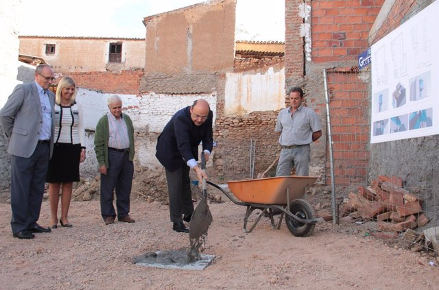 Colocando la primera piedra