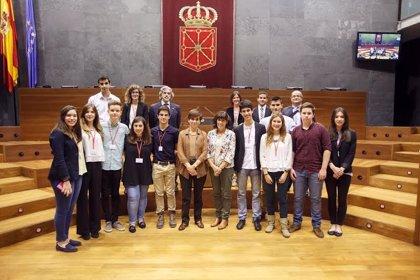 El colegio El Puy gana el V Torneo de Debate de Bachillerato organizado por la UPNA y el Parlamento de Navarra