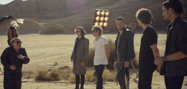 One Direction y Danny DeVito
