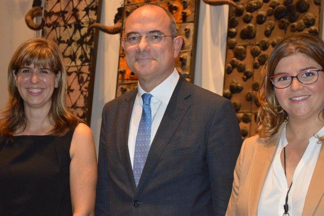 Jaume Duch junto a Laura Sebasitán y Margarida Mas, en Lleida