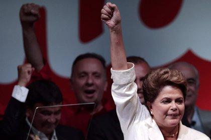 """Rousseff se compromete a anunciar medidas para restablecer la confianza en la economía """"antes de final de año"""""""