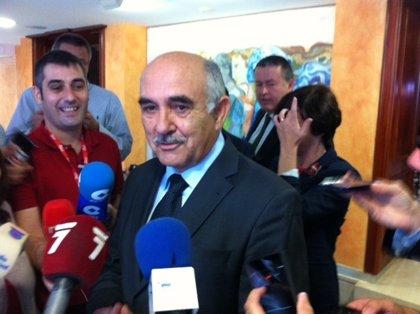 Garre anuncia la dimisión de Mariola Martínez, José Fidel Saura y Reyes Samper