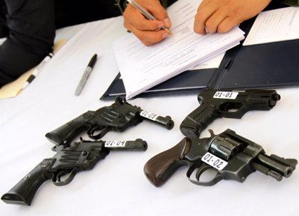 El programa de desarme voluntario en México DF consigue retirar casi 15.000 armas