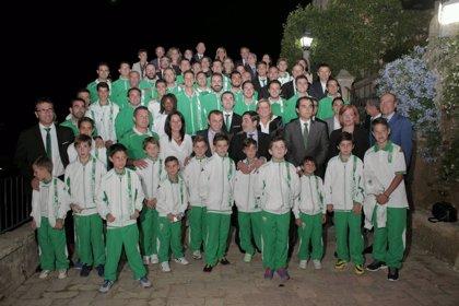 El Córdoba Club de Fútbol recibe la Medalla de Oro de la Ciudad tras su ascenso a Primera División