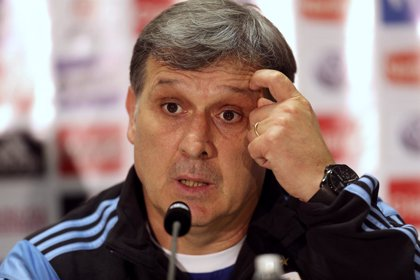 """Martino: """"Tévez deberá pelear con Higuaín y Agüero"""""""