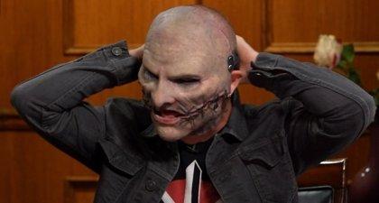 Corey Taylor aterra a Larry King con su nueva máscara para liderar Slipknot