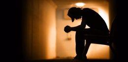 Hombre triste y deprimido